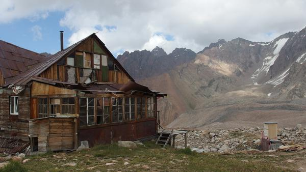 Old meteorogical station - Trekking in Tian Shan